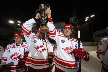 Ветераны «Спартака» впервые завоевали хоккейный «Кубок Легенд»