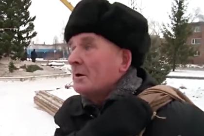 Россияне решили помочь бедствующему деду из ролика с елочкой