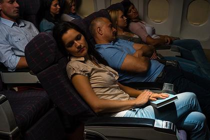 Назван способ избежать сексуальных домогательств на борту самолета