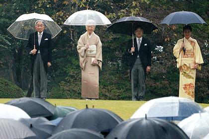 Японцы решили засудить правительство за коронование принца