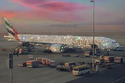 Усыпанный бриллиантами самолет посеял раздор в сети