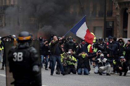 Франция подсчитала стоимость чрезвычайного положения Макрона