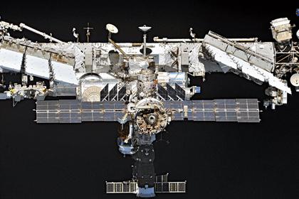Космонавты вышли исследовать продырявленный «Союз»
