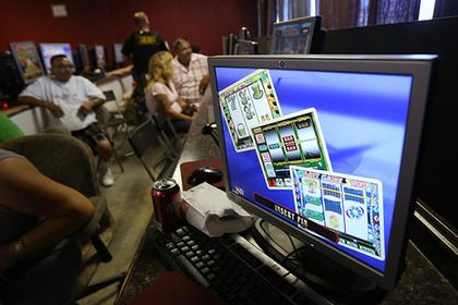 Игроков онлайн-казино публично побили палками