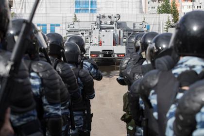 Росгвардия потратит 200 миллионов рублей на бронемашины для разгона митингов