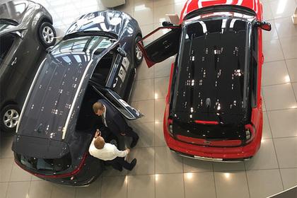 Жена чиновника купила себе 66 машин и лишила супруга карьеры
