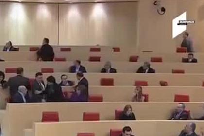 Подравшихся из-за выборов грузинских депутатов сняли на видео