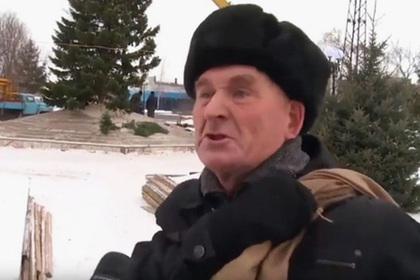 Бедствующий дед из ролика с елочкой попросил помочь с работой