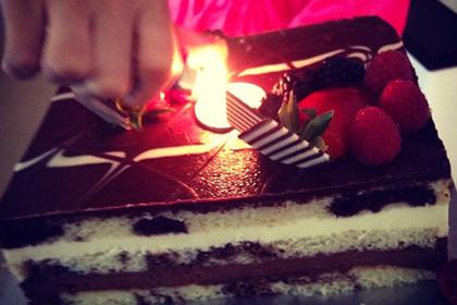 «Налог на торт» в ресторане разозлил именинницу и вызвал спор в сети