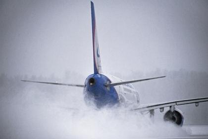 Российский самолет при взлете разбил хвост о взлетно-посадочную полосу