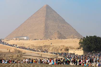 Египтяне организовали туристам секс на пирамиде и поплатились