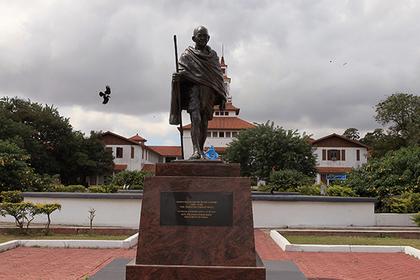 Африканцы обиделись на Ганди за расизм и отмстили