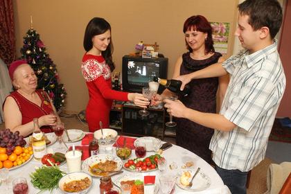 Названы регионы России с самым дорогим и дешевым новогодним столом