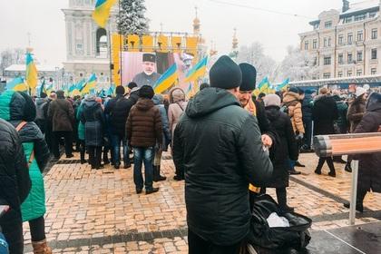 На собор украинской церкви приехали растерянные бюджетники и радикалы