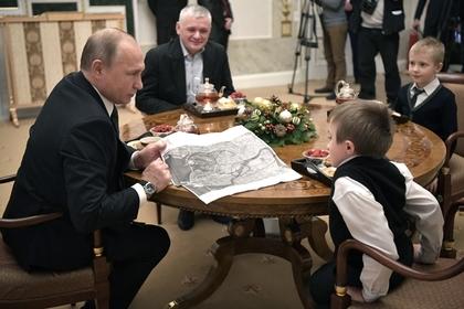 Путин подарил тяжелобольному мальчику обещанный полет на вертолете