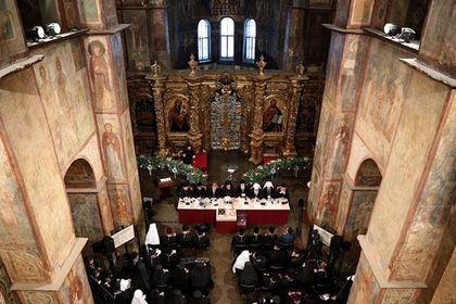 Порошенко уселся в президиуме собора украинских церквей