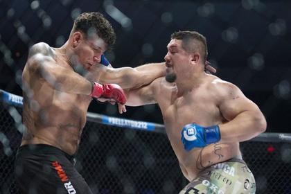 Бывший чемпион UFC не выдержал кровопролития и сдался