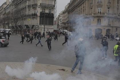 В Париже на акции протеста арестовали 100 человек