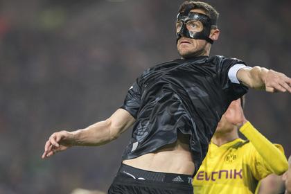 Отец немецкого футболиста умер на стадионе во время матча сына