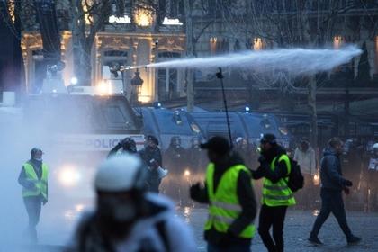 Российская журналистка искала связь России с протестами во Франции и попалась