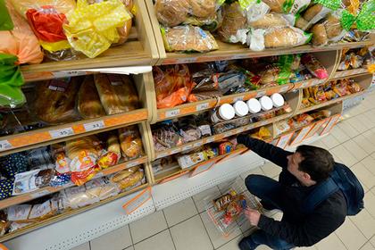 Россияне стали тратить на еду треть доходов
