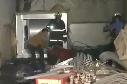 Мощный пожар в больнице убил людей и попал на видео