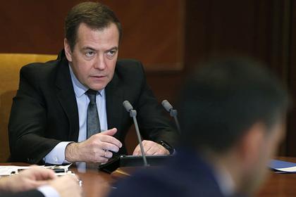 Медведев призвал чиновников не «бронзоветь»