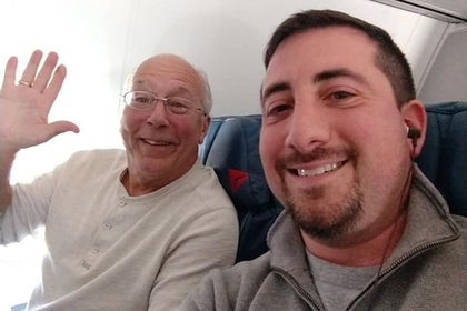 Отец стюардессы купил билеты на все ее рейсы и прослыл лучшим родителем