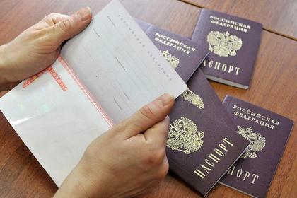 Россиянка прожила 25 лет с советским паспортом и поплатилась