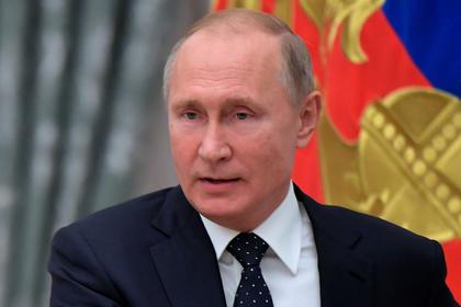 Путин поручил снять ограничения с волонтеров