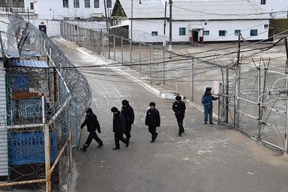 Российских заключенных попотчуют праздничной икрой