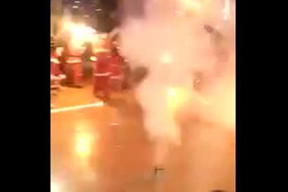 Взрывы салюта на детском утреннике попали на видео