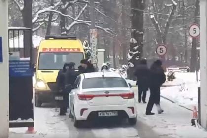 Водитель не выпустил на выезд машину детской реанимации