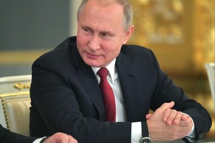 Путин смягчил наказание за лайки и репосты