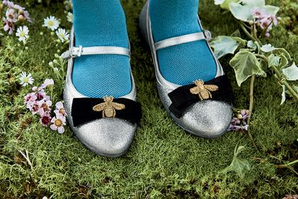 Российские детдомовцы попросили у Деда Мороза обувь Gucci