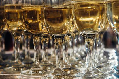 Российское вино предложили не считать алкоголем