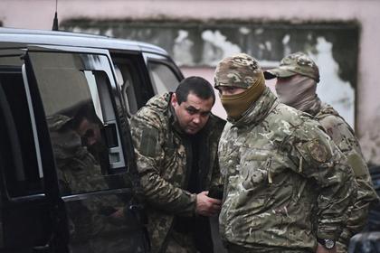 Меркель и Макрон потребовали от России отпустить украинских моряков