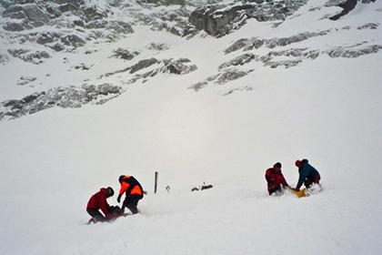 Лавина погребла под слоем снега 11 человек