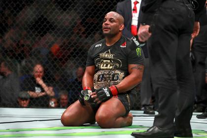 Лучший боец UFC отказался от чемпионского титула
