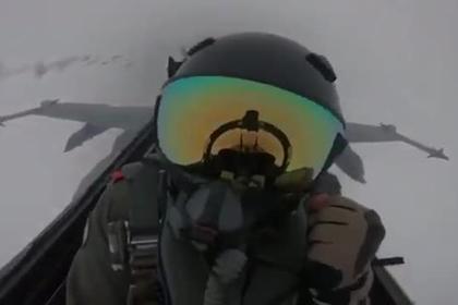 Удар молнией по F/A-18 попал в ролик