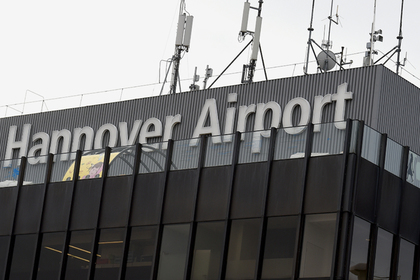 Неизвестный пытался прорваться в аэропорт и остановил его работу