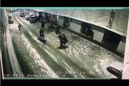 Массовая драка в центре Санкт-Петербурга попала на видео