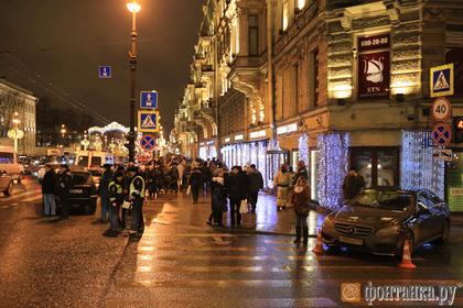 Опубликовано видео наезда автомобиля на пешеходов в Петербурге
