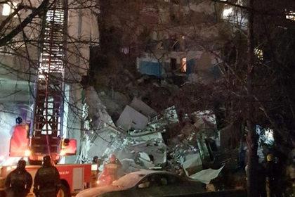 Около 80 человек пропали после обрушения подъезда в Магнитогорске