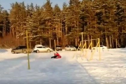 Россиянка разбилась о столб во время катания на «ватрушке»