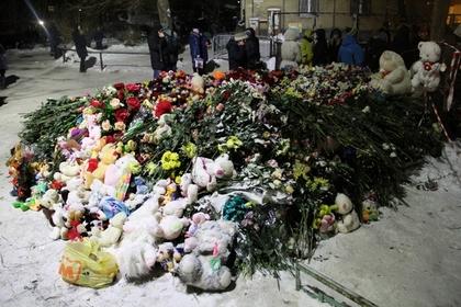 В Магнитогорске началось прощание с погибшими при обрушении дома