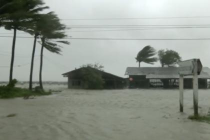 Десятки тысяч туристов в Таиланде отрезало от мира ураганом «Пабук»