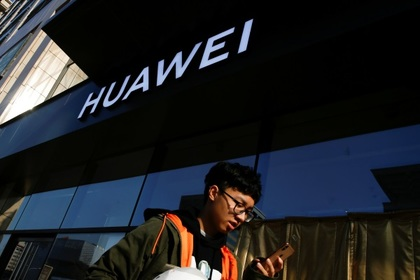Сотрудники Huawei использовали смартфон конкурентов и поплатились