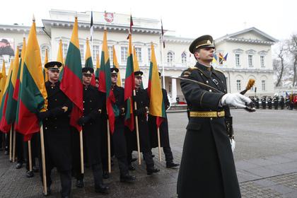 Американские военные надругались над флагом Литвы
