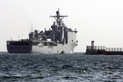 Проход десантного корабля США в Черное море попал на видео